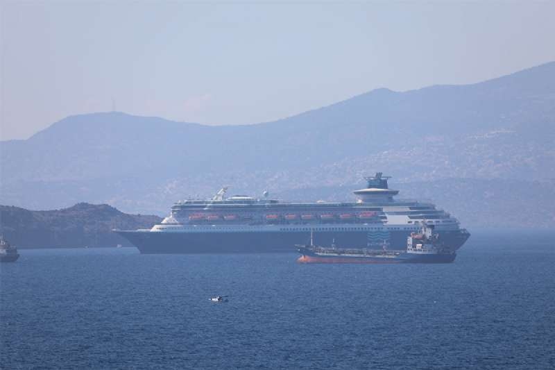 Yolcu gemileri söküm için Aliağa'da