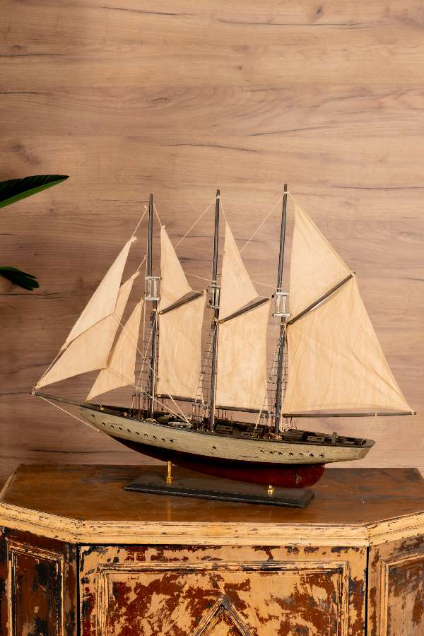 Dokuz Yelkenli Gemi Maketi