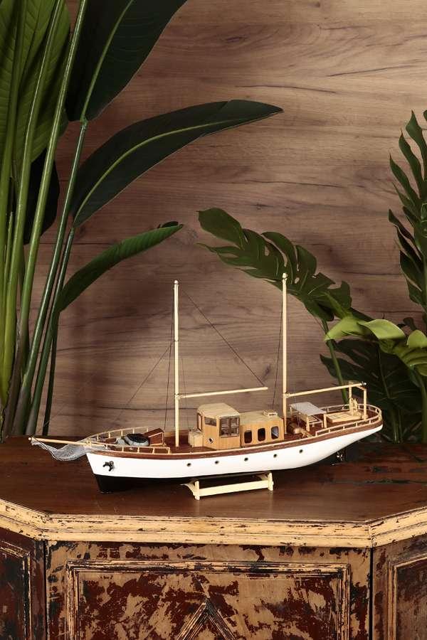 Yelkenli Balıkçı Teknesi